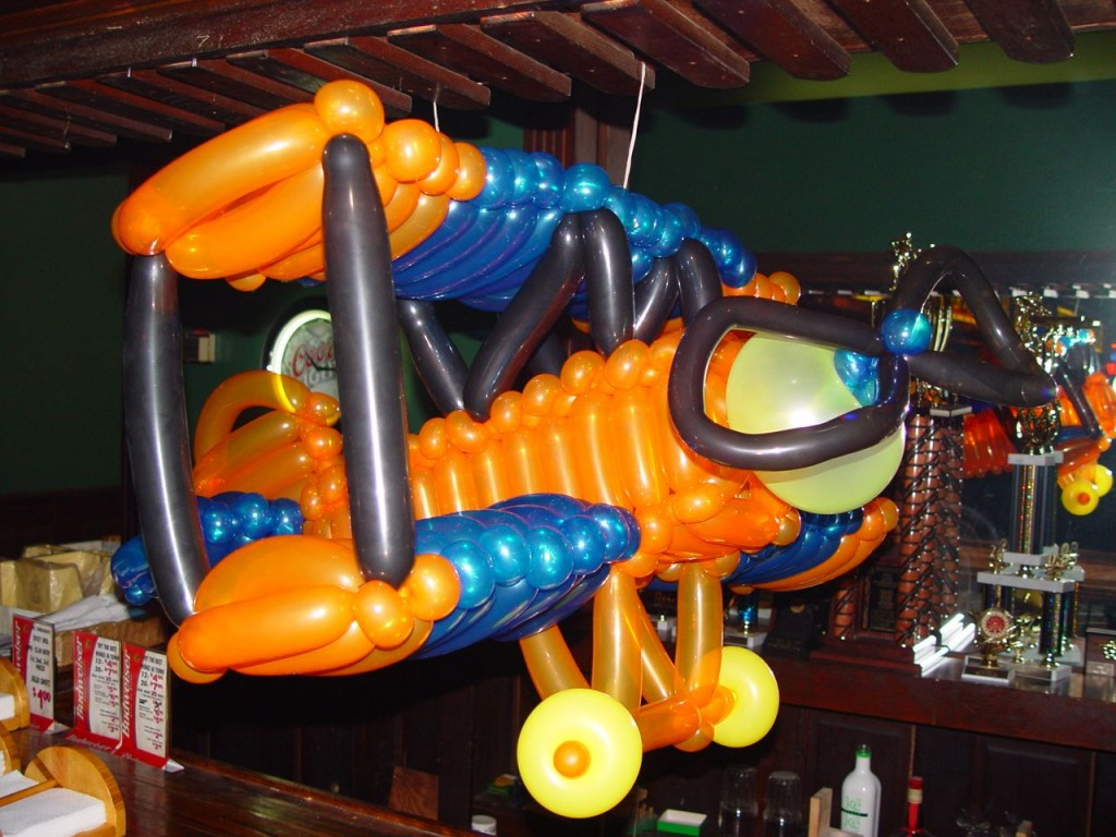 Balloon Art - Biplane In A Pub Bar Type Place