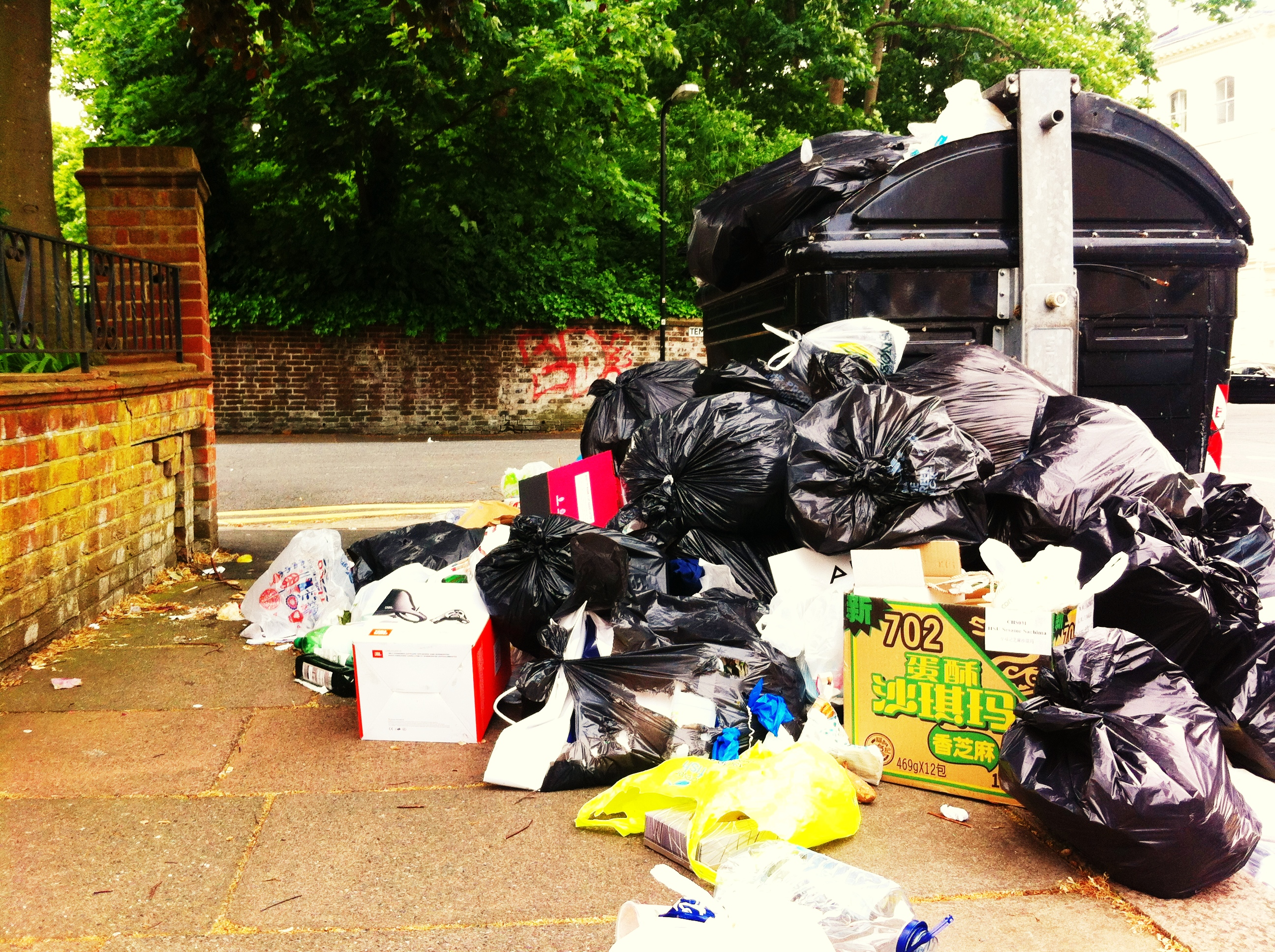 Brighton And Hove - Binmen Strike 2013 - Seven Dials Dump