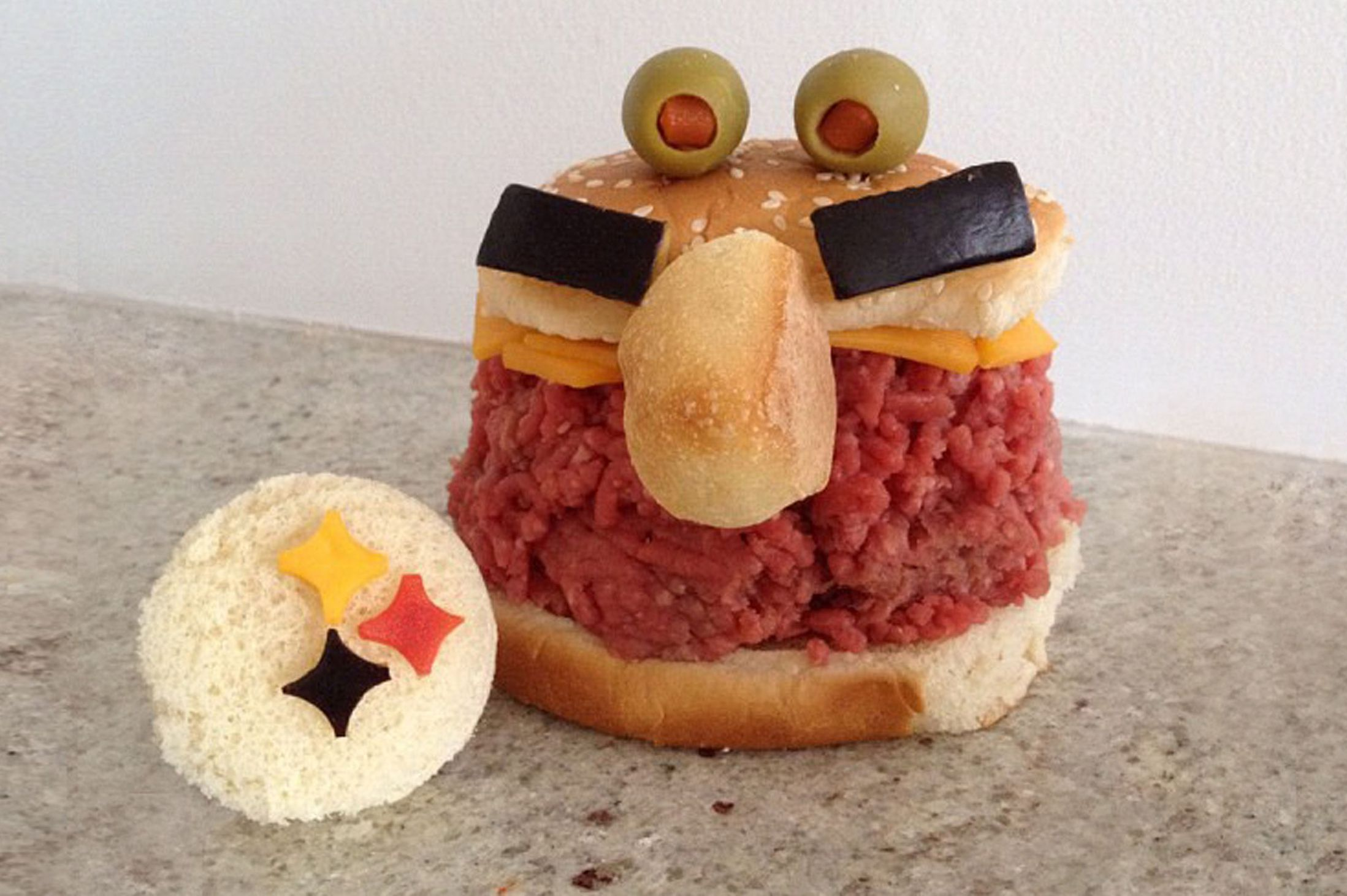Kasia Haupt - Sanwich Art Sculpture - Alien Minced Beef