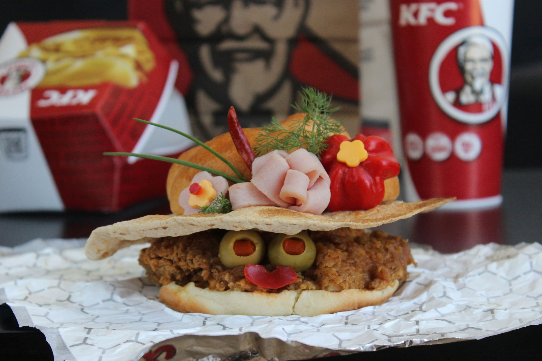Kasia Haupt - Sanwich Art Sculpture - Fancy Hat Taco - Colonel