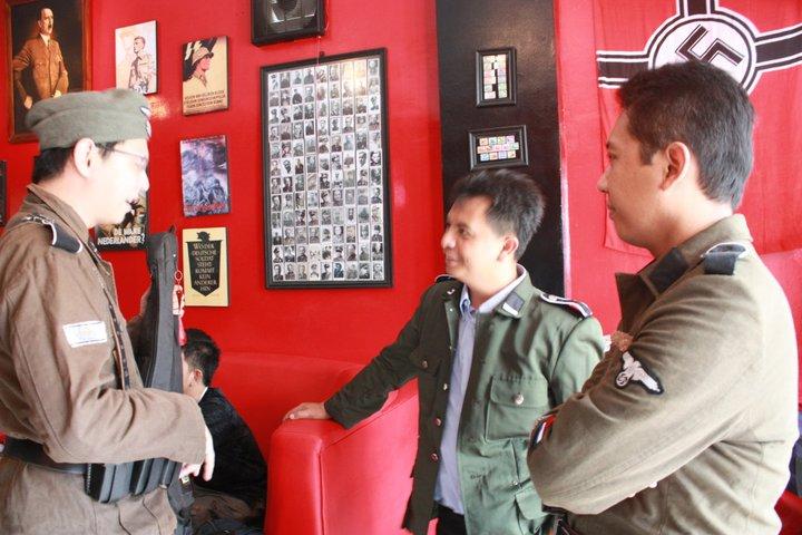 Indonesian Nazi Hitler Cafe - Soldaten Kaffee