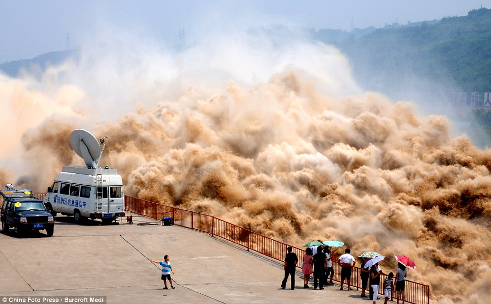 Silt - Xiao Lang Di Dam - Yellow River Clearance - News Crew