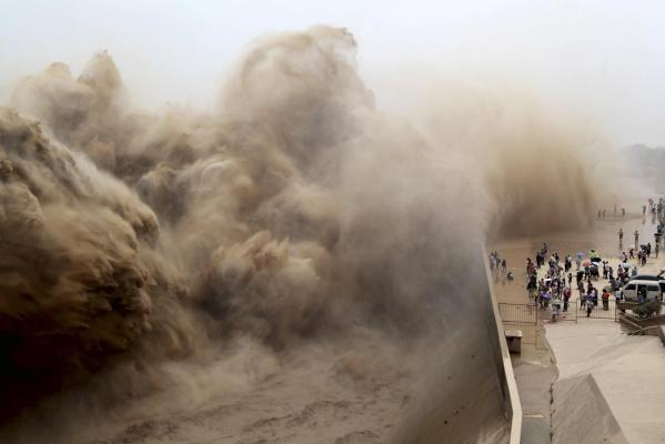 Silt - Xiao Lang Di Dam - Yellow River Clearance - Raw power and Spray