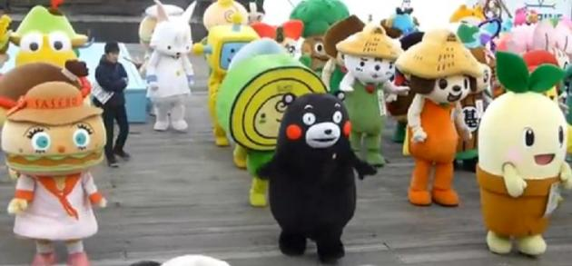 Synchronized Mascot Dancing World Record 2013 Japan