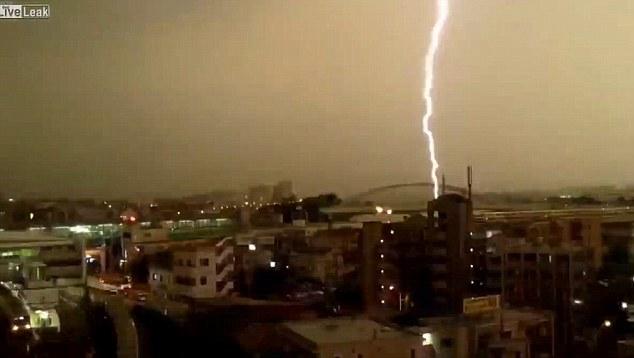 Tokyo train hit by lightning