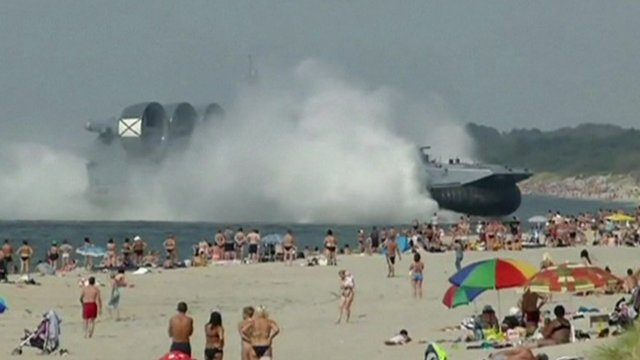 VIDEO - 550 Tonne Russian Military Hovercraft Disturbs Sunbathers