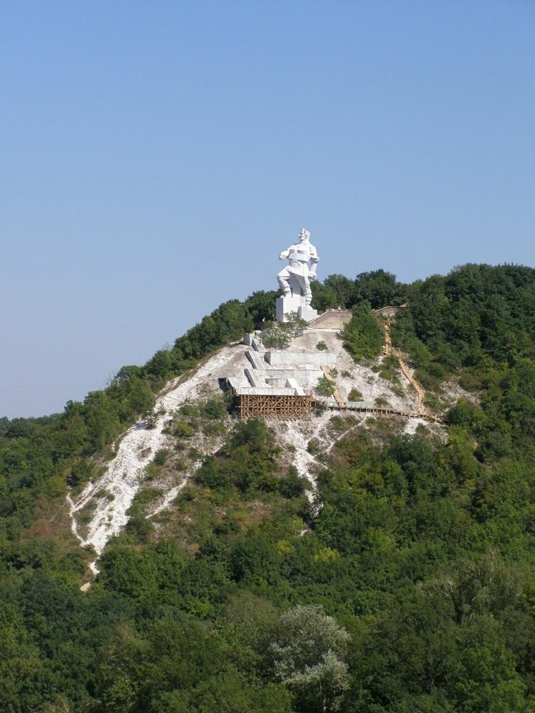 Artem Sergeev - Russian - Cubist Statue - hillside