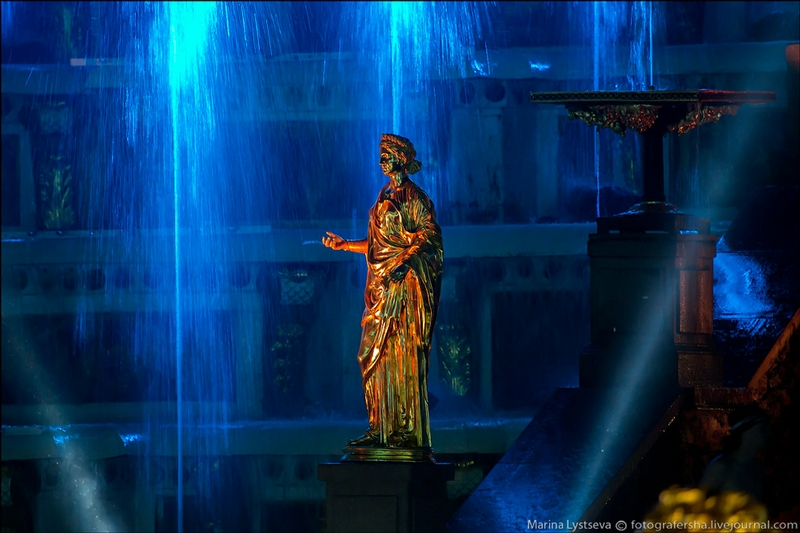 Peterhof Palace - St Petersburg - Russia by night - Dark Statue