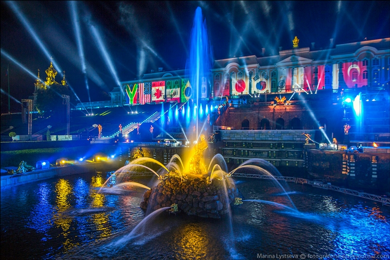Peterhof Palace - St Petersburg - Russia by night - Fountains