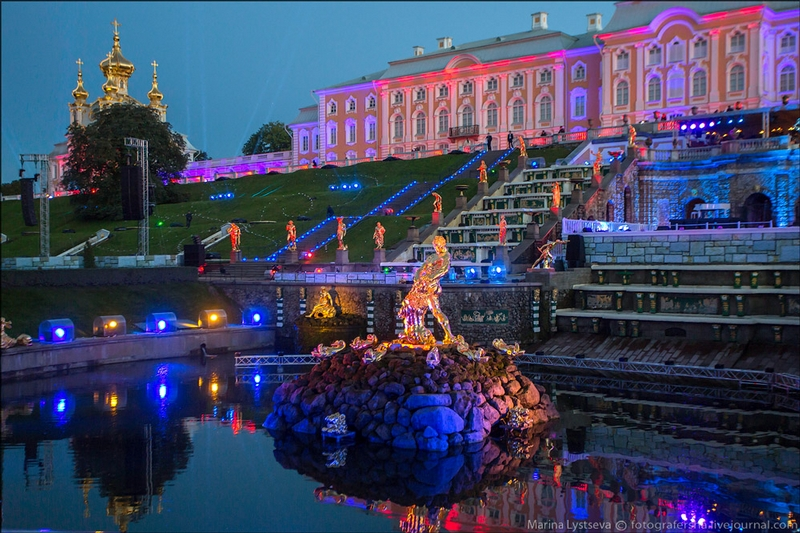 Peterhof Palace - St Petersburg - Russia by night - Las Vegas