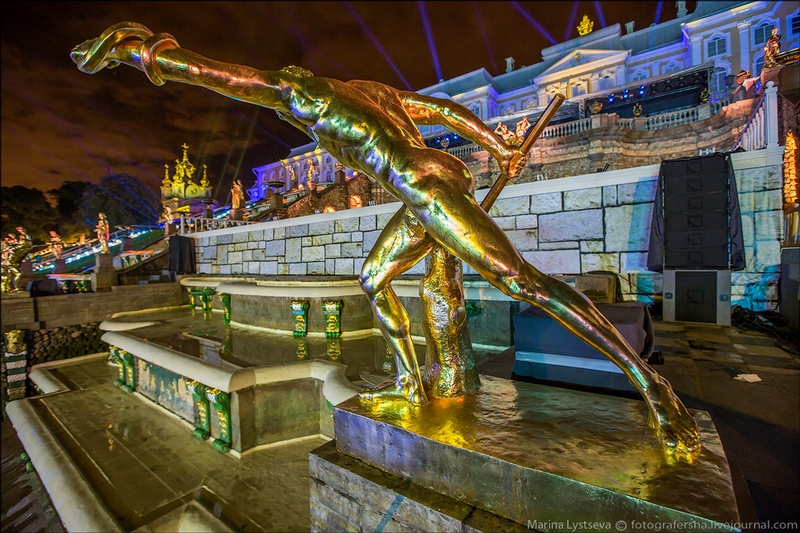 Peterhof Palace - St Petersburg - Russia by night - Statue