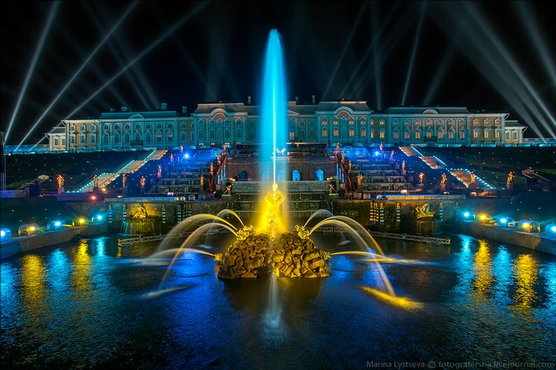 Peterhof Palace - St Petersburg - Russia by night - fountain 2