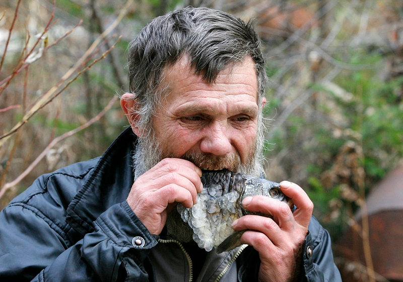 Siberian Hermit - Victor - Russia - Eating Fish 2