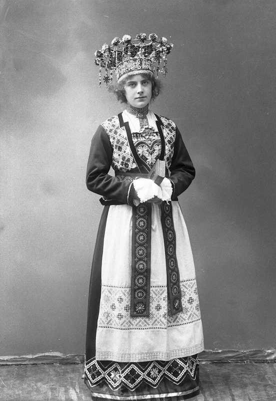 Norwegian Brides 1870-1920 - cross