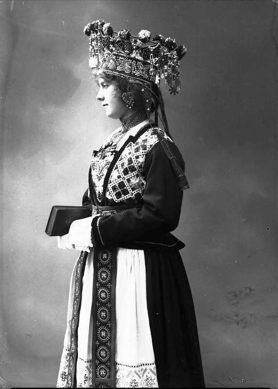 Norwegian Brides 1870-1920 - with bible