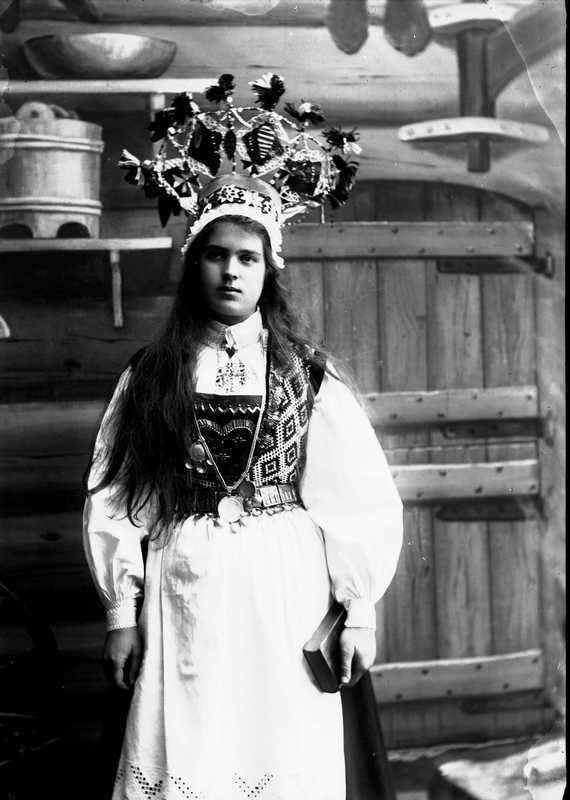 Norwegian Brides 1870-1920 - wooden hut